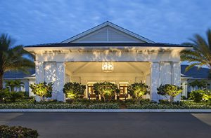 Royal Palm Yacht & Country Club, Restaurant and Lodging
