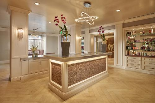 WoodfieldSalon Reception-A 4